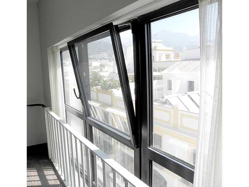 Puertas y ventanas practicables y oscilobatientes for Ventanas de aluminio oscilobatientes