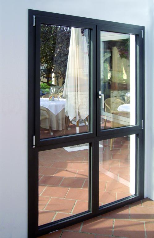 Puertas y ventanas practicables y oscilobatientes aluminios jesus diaz - Ventanas rotura puente termico ...